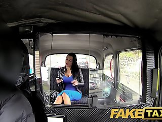 FakeTaxi: Exotic stunner in..