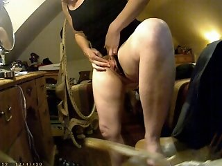Showing her big clit on..