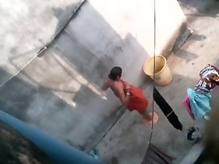 Desi aunty bathing caught by..